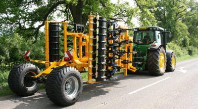 McConnel Discaerator 4000 & JD RR road transport - res.