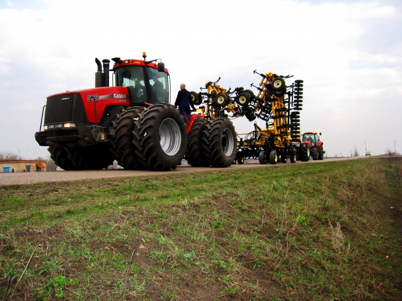 Ezee-On-7550-Case-Steiger-RF-road-800x600
